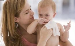 Nguy hiểm khôn lường khi dùng giấy ướt vệ sinh cho bé