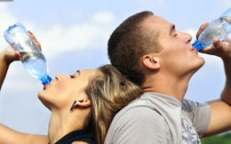 Dừng ngay việc mỗi ngày uống 2 - 3 lít nước, đây chính là lý do