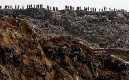 Sạt lở bãi rác khổng lồ, chôn vùi hàng chục người