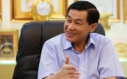"""""""Vua hàng hiệu"""" Johnathan Hạnh Nguyễn đang âm thầm """"hốt bạc"""" tại các sân bay?"""