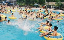 Người Hà Nội ùn ùn kéo đến công viên nước hồ Tây trong ngày đầu tiên mở cửa