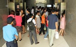 Tây trố mắt vì người Việt đi 1 tầng cũng đợi thang máy