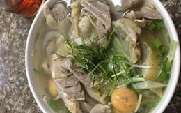 Bức xúc vì ăn bát phở gà giá 300 nghìn giữa Hà Nội