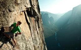 Làm thế nào mà chàng trai này có thể leo vách đá thẳng đứng cao 762 mét bằng tay không mà chẳng hề sợ hãi