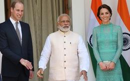 Hoàng tử William tái mặt sau cái bắt tay xã giao từ Thủ tướng Ấn Độ