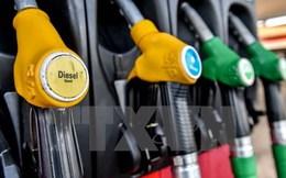 Kết thúc năm 2015: Giá dầu giảm hơn 30%, giá vàng giảm 10%