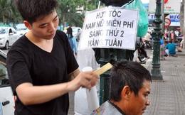 Đôi bạn trẻ hớt tóc miễn phí cho người nghèo, bệnh nhân trước cổng Viện tim TP. HCM