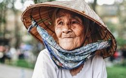 Chuyện đời đắng cay của người mẹ già 86 tuổi bán hàng nước ven hồ Giảng Võ