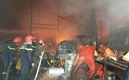 [NÓNG] Cháy lớn ở khu công nghiệp Ngọc Hồi, nhiều người hoảng loạn bỏ chạy