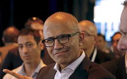 """Cuối cùng CEO Microsoft cũng có cơ hội """"trả đũa"""" Tim Cook"""