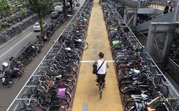 Điều kỳ lạ ở Hà Lan: Đường đi là dành cho xe đạp, ô tô chỉ là khách!