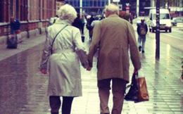 Tôi sẽ mãi nắm tay bà đi tới tận cuối con đường đời