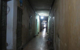"""Hà Nội: Ở chung cư cũ nát phải cực """"gan"""" hoặc quá nghèo"""