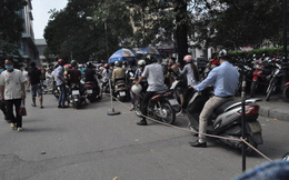 Đề xuất lấy vỉa hè làm nơi giữ xe cho bệnh viện Bạch Mai