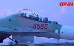 Phi công Khải và cái vẫy tay từ buồng lái Su-30