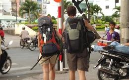 Tây ba-lô thích thái độ nhân viên quán bar khi du lịch Việt Nam, nhưng mê massage ở Thái Lan hơn