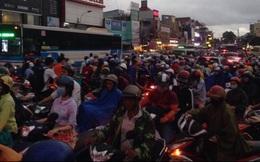 Hàng ngàn phương tiện kẹt cứng ở cửa ngõ Sài Gòn trong chiều tan tầm
