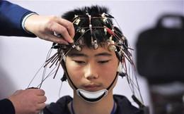 """Bạn nghĩ sao nếu trong tương lai, học hỏi đơn thuần chỉ là cắm thiết bị vào đầu và """"tải về""""?"""