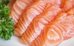 Đa phần thịt cá hồi bạn hay ăn có màu hồng nhân tạo