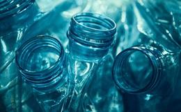 Uống nước từ vật dụng quen thuộc này bẩn chẳng kém... bệ bồn cầu