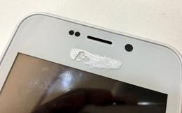 Chẳng có smartphone Ấn Độ giá 4 USD nào cả, nó là đồ Trung Quốc, che Logo bằng... bút xóa