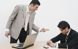Nỗi khổ giằng xé của nhân viên ngân hàng: Nghỉ việc hay làm sai theo sếp?