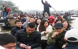 """Khách nườm nượp đổ về, chùa Hương """"bỏ túi"""" hàng tỷ đồng/ ngày"""
