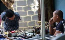 Đồ công nghệ cổ được bày bán tại chợ ve chai Sài Gòn
