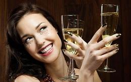 """Phụ nữ ngày nay cũng """"3 chai chưa say"""" như đấng mày râu"""