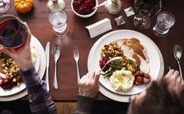 Ăn tối quá muộn ảnh hưởng nghiêm trọng tới sức khỏe