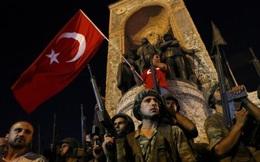 Binh sĩ Thổ Nhĩ Kỳ dày đặc trên phố Istanbul sau đảo chính