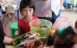 """""""Vừa ăn vừa khóc"""" với món xôi cay gần 50 năm luôn hút khách ở Sài Gòn"""