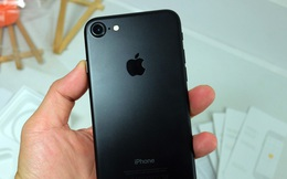 Ngay tại Việt Nam: đập hộp iPhone 7 đen nhám giá 31 triệu đồng có gì?