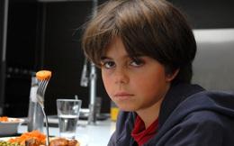 """Ăn cà rốt giúp sáng mắt: """"Cú lừa hoàn hảo"""" của truyền thông Anh đã gieo rắc nỗi ám ảnh cà rốt cho trẻ em tới tận ngày nay"""