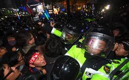"""20.000 cảnh sát """"canh"""" biểu tình đòi tổng thống Hàn Quốc từ chức"""