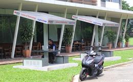 ĐH bạc tỷ tại Việt Nam lắp cả trạm sạc điện thoại năng lượng mặt trời cho sinh viên