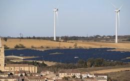 """Châu Âu đang tạo ra quá nhiều điện """"sạch"""", nhiều đến mức điện lưới không tải nổi, nhưng khi cần vẫn thiếu"""