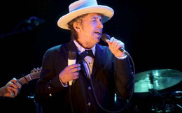Bob Dylan, giải Nobel văn chương và sự khốn cùng của văn học