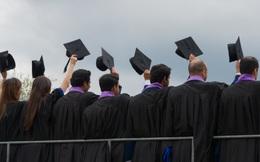 Người gốc Á và da trắng kiếm được nhiều hơn từ tấm bằng MBA