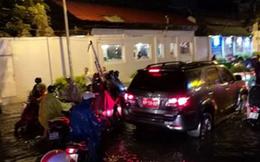 TP.HCM: Hàng trăm ô tô bị tổn thất do ngập nước