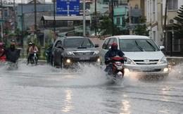 """Mưa bão tại Hà Nội, Uber, Grab tăng giá """"kỷ lục"""""""