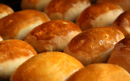 Nếu biết làm bánh mì phức tạp đến thế này, bạn sẽ thay đổi hoàn toàn cái nhìn về nó
