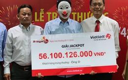 Người trúng số 56 tỷ đồng đeo mặt nạ trao tiền từ thiện