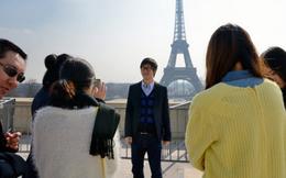 """""""Cậu ấm cô chiêu Trung Quốc"""": Mua sắm ở Paris, ăn uống ở Tokyo, đặt tour qua Wechat"""