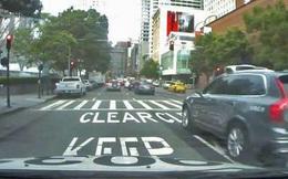 Video xe tự lái của Uber vượt đèn đỏ, lại một câu hỏi lớn được đặt ra về an toàn của mẫu xe này