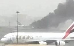 Máy bay Boeing của hãng Emirates đâm xuống sân bay Dubai trước khi bốc cháy dữ dội
