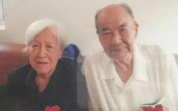 Cảm động hình ảnh cụ ông 92 tuổi nắm chặt tay vợ những giây phút cuối của cuộc đời