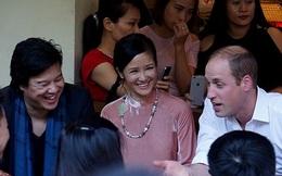 Hoàng tử Anh đi dạo phố Hà Nội, ghé cà phê vỉa hè