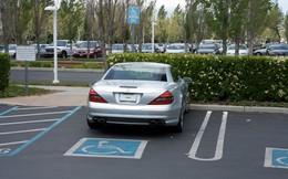 Nhờ tìm được kẽ hở luật Mỹ, Steve Jobs luôn đi một chiếc xe ô tô không biển số mà chưa bao giờ bị bắt