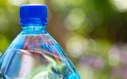 Chính vì thói quen này khi sử dụng nước đóng chai đã khiến nhiều người tự rước nguy cơ ung thư cho mình